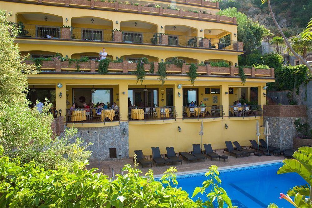 Hotel villa angela taormina sicily for Hotel villa taormina